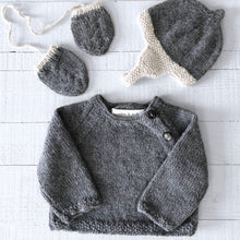 Load image into Gallery viewer, Newborn gift set (grey/cream) hat, mitts & jumper