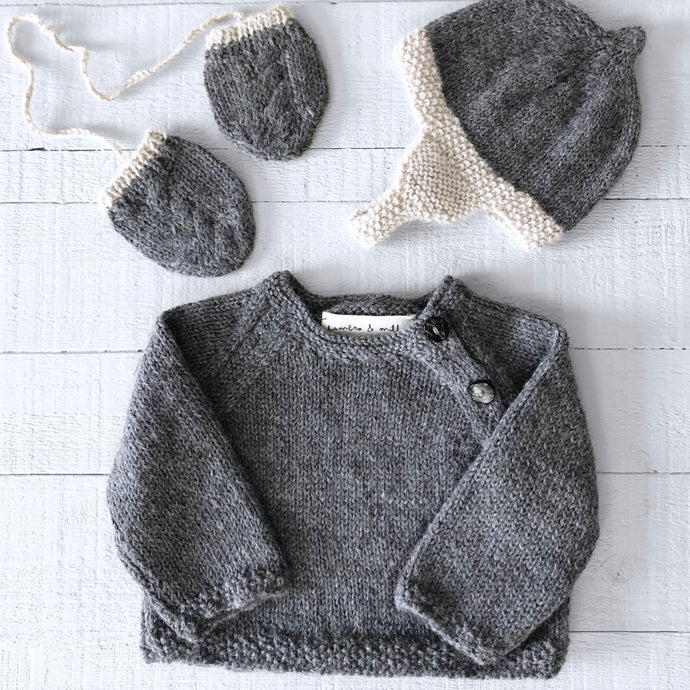 Newborn gift set (grey/cream) hat, mitts & jumper
