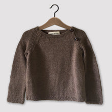 Load image into Gallery viewer, Classic raglan jumper (brown)