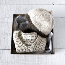 Load image into Gallery viewer, Newborn gift set - hat & vest (cream/brown)