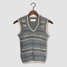 Load image into Gallery viewer, Fair Isle fitted vest (grey/blue)