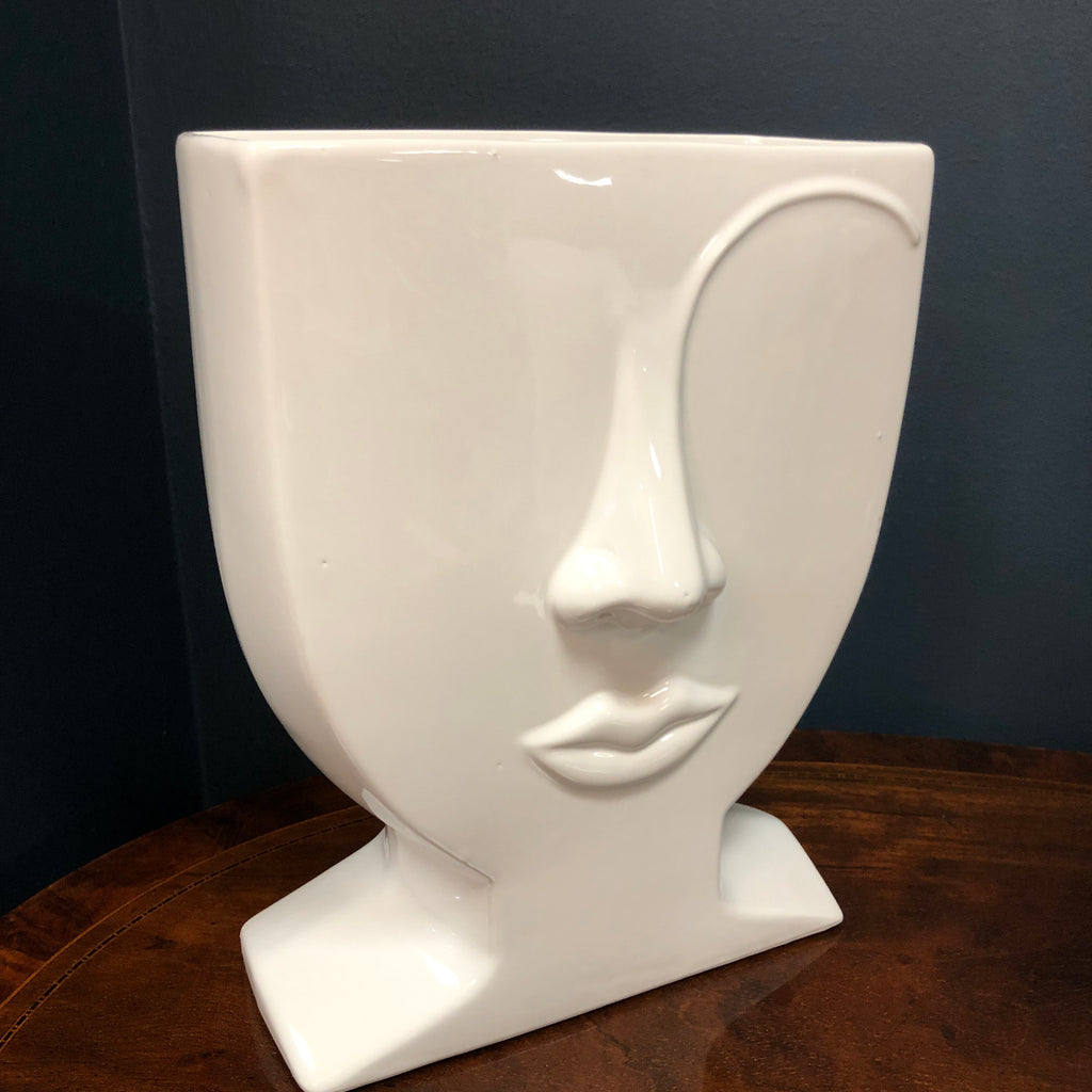 Left eyebrow vase