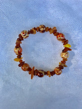 Load image into Gallery viewer, Amber and bead bracelet