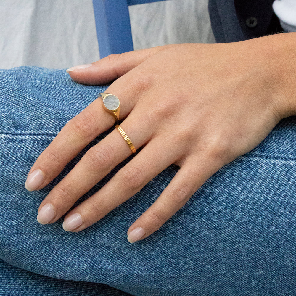 gold signet ring - seolgold