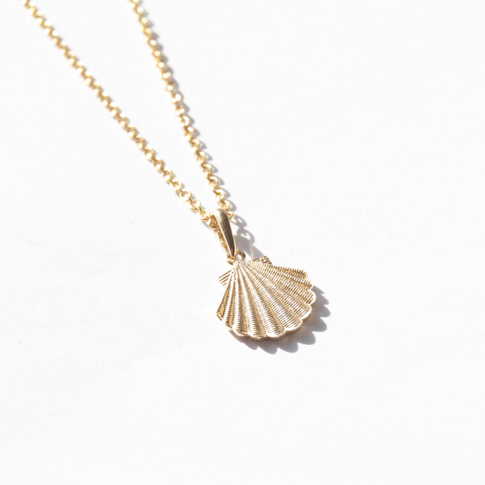 9ct Gold Shell Pendant Necklace