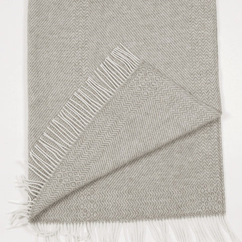 Kattefot Fringed Wool Blanket by Røros Tweed