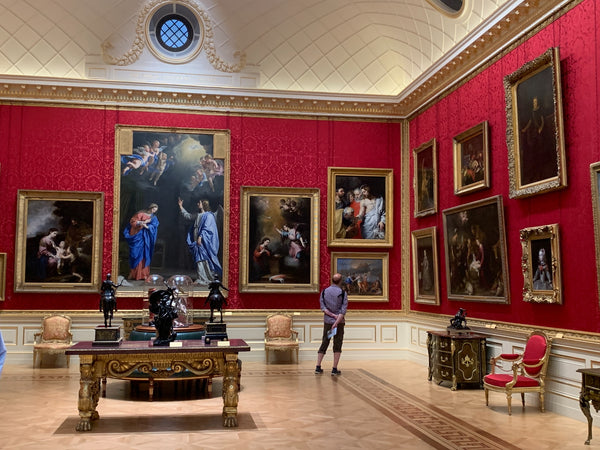 A painting gallery of iconic paintings