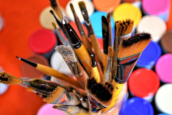 A photo of an artist's utensils for acrylic painting