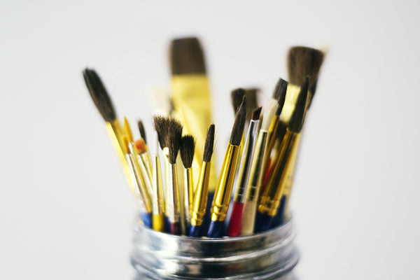 A photo of painting paint brushes