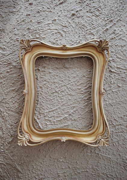 An antique DIY picture frame