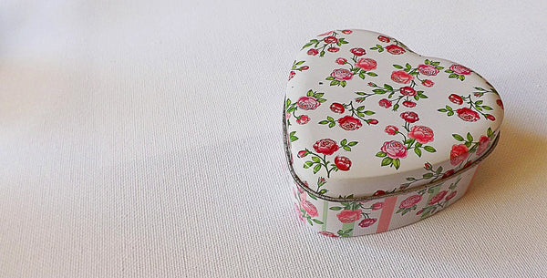 Jewellery box with a rose pattern