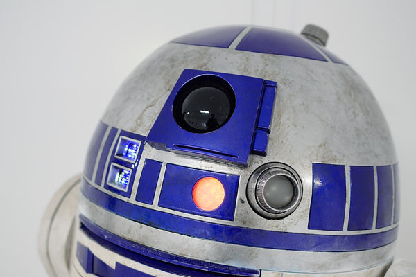A trash can made to look like R2-D2