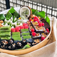 Load image into Gallery viewer, 🌺 Jumbo Kuih Dessert Platter