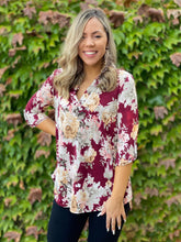 Load image into Gallery viewer, Floral Motif 3/4 Sleeve Top