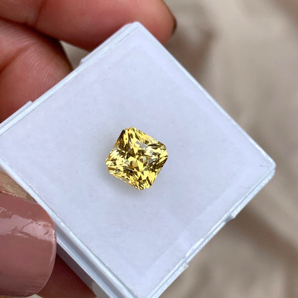 2.54 ct Yellow Sapphire Square Unheated Certified