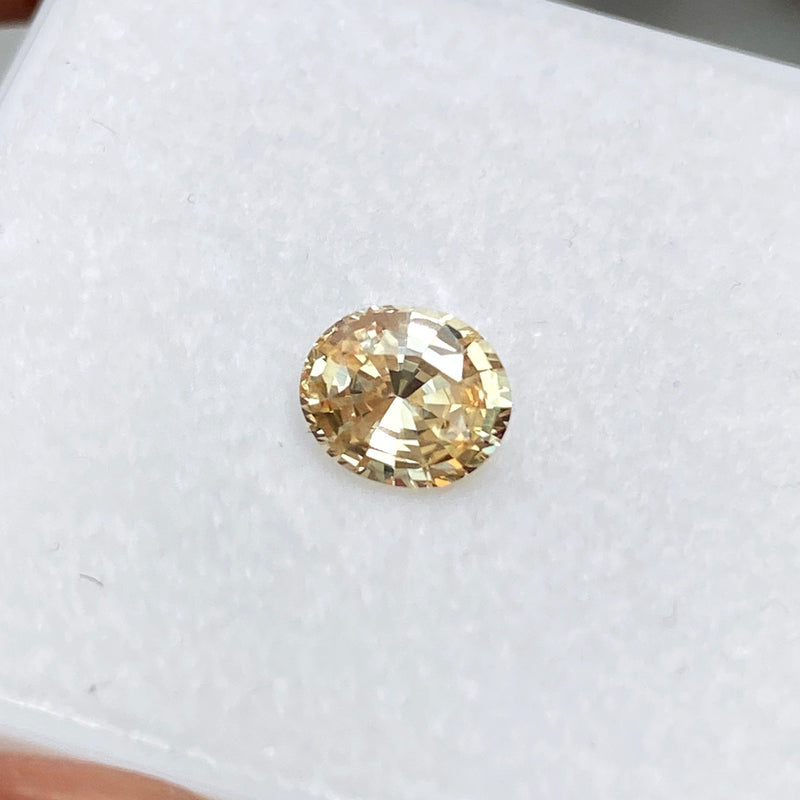 1.46 ct Oval Light Apricot Yellow Sapphire Natural Unheated