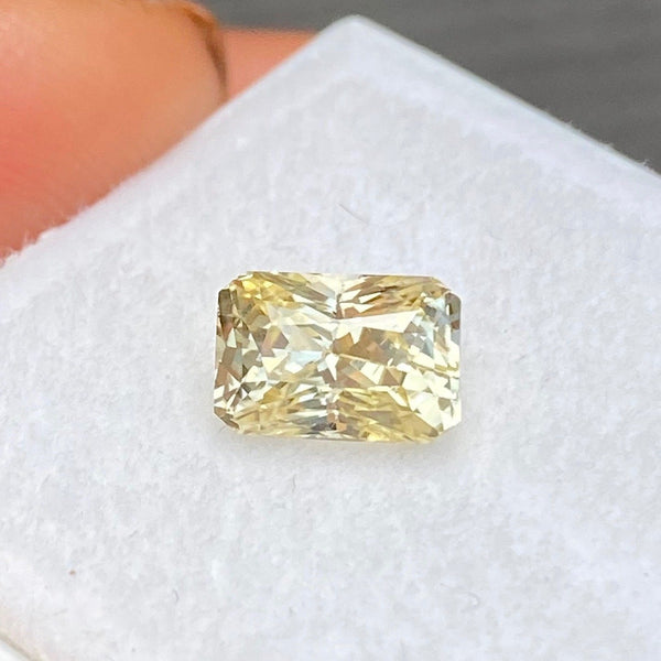 1.57 ct Yellow Natural Sapphire Certified Unheated