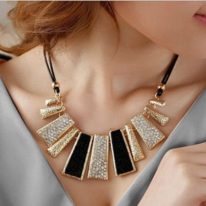 New Lady Fashion Design Beads Enamel Bib Leather Braided Rope Chain Necklace Retail Wholesale Beauty