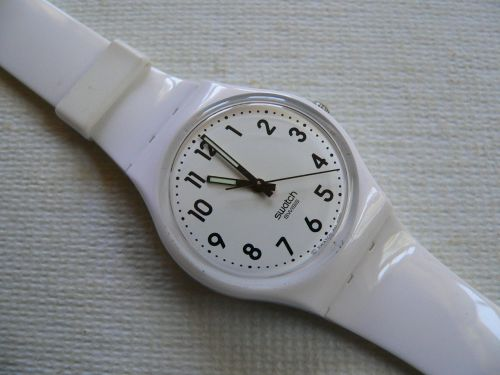 Swatch Just White GW151
