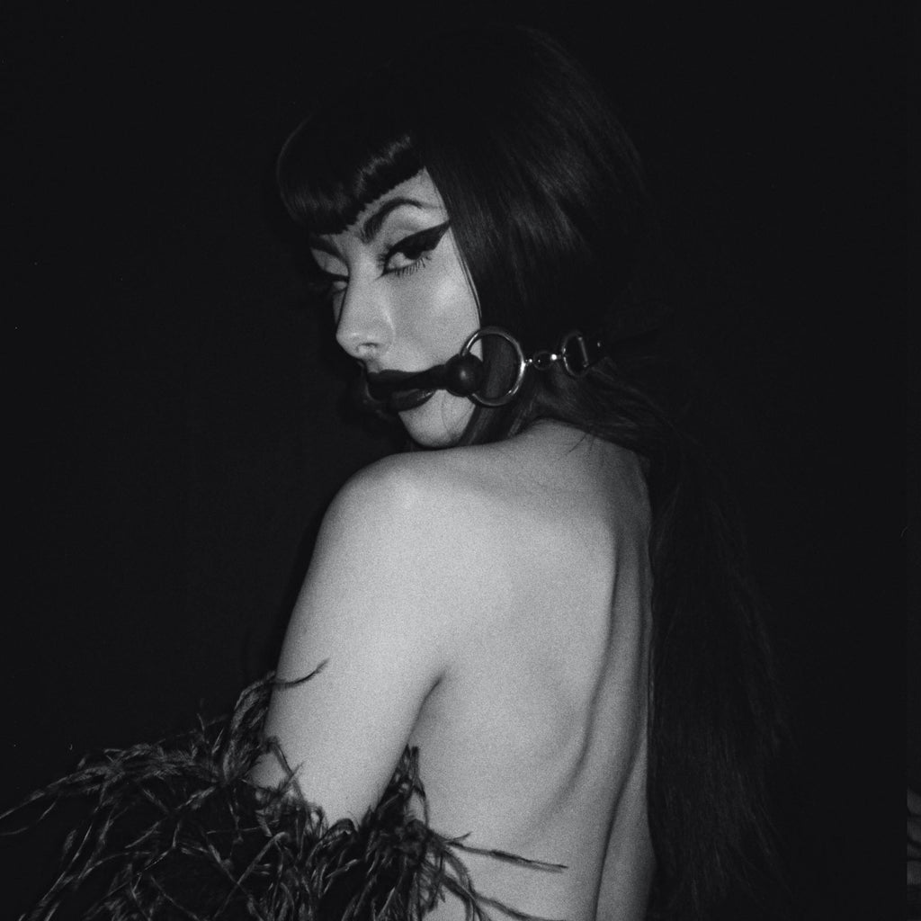 New B&W Series by Anna Sampson with the beautiful fetish model Sweet Severine
