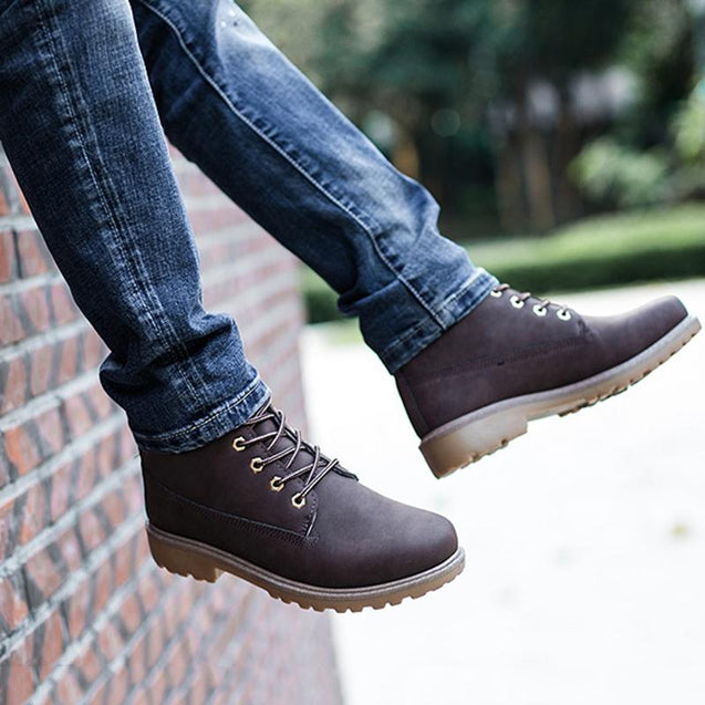 Classic lacing low-heel martin boots couple shoes