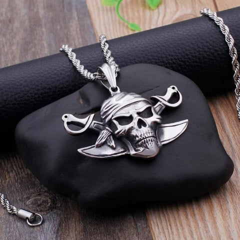 collier-pirate-tete-de-mort-presentation