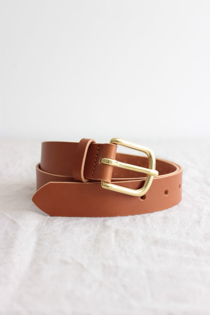 Brass buckle belt cognac