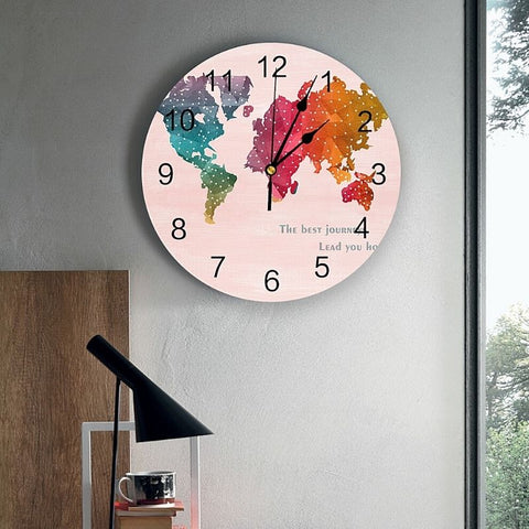 Horloge monde colorée points.