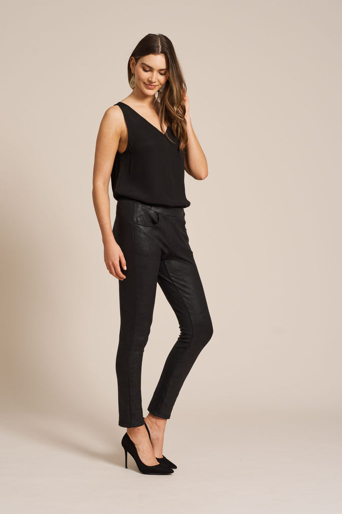 Eb & Ive Basic V-Neck Top Ebony Black