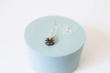 Load image into Gallery viewer, Flower Power Necklace