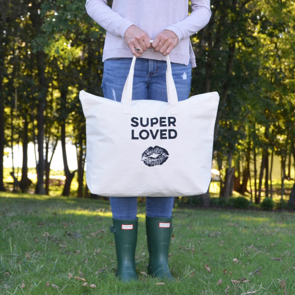 Super Loved - Carry All Bag with a Kiss