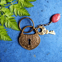 Load image into Gallery viewer, Liberty Carnation-Unlocked keyring