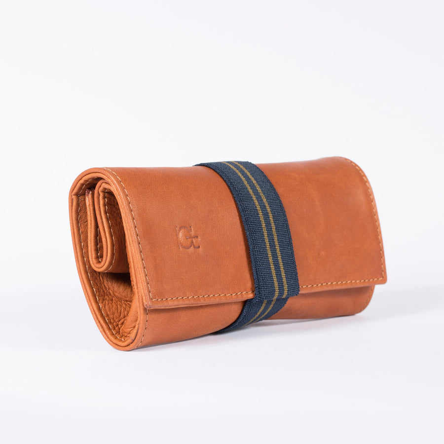Astuccio color cognac with elastic ribbon