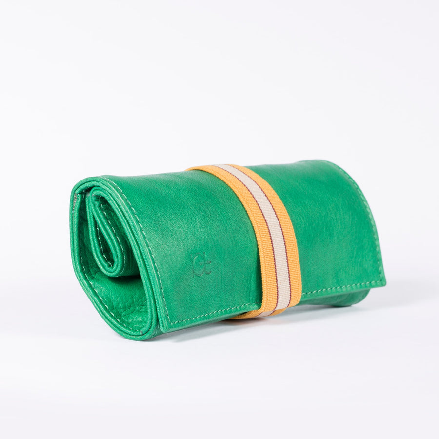 Astuccio color verde prato with elastic ribbon