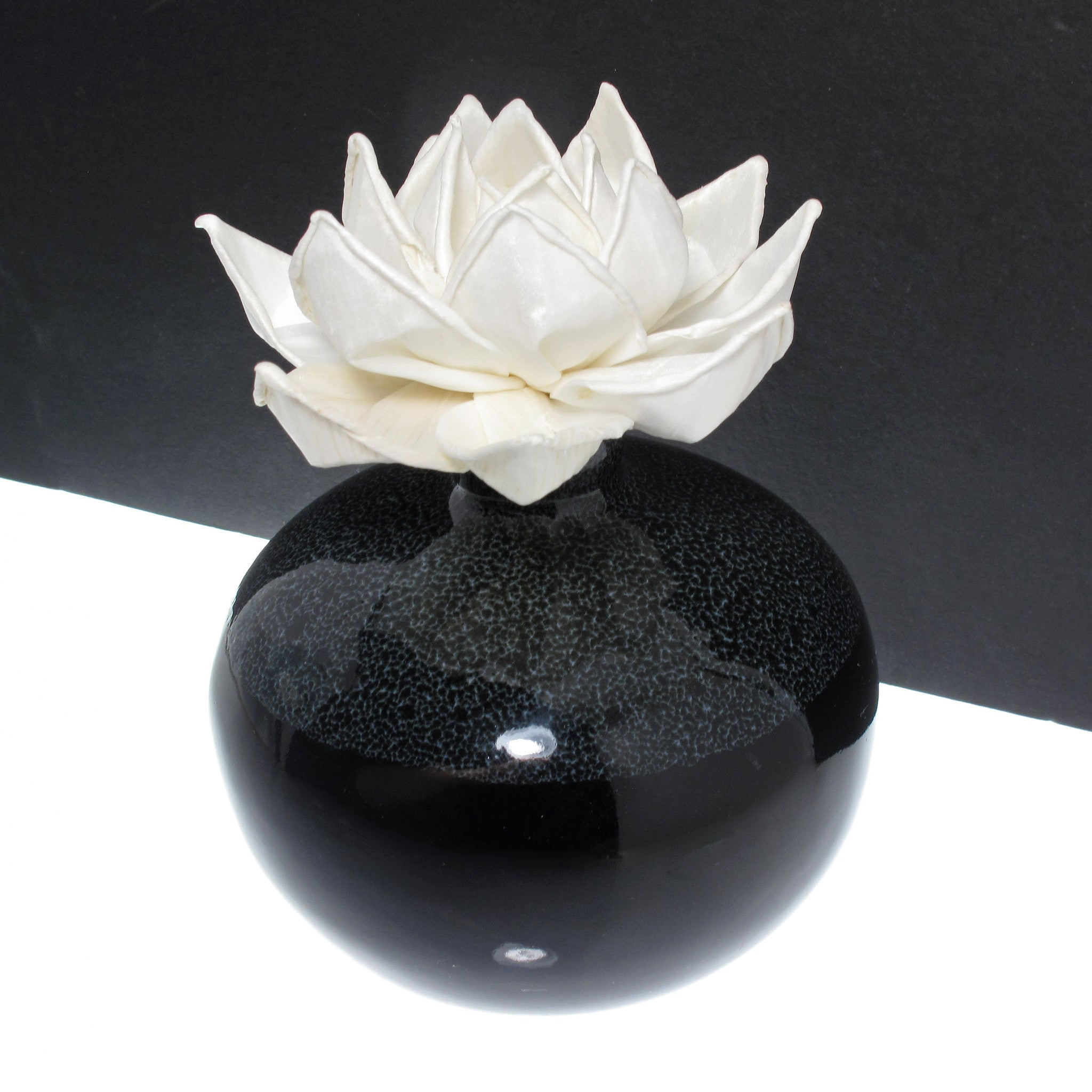 Sola wood flower aroma oil diffuser with a bendable cotton wire wick sola wood flower aroma oil diffuser with a bendable cotton wire wick lotus tropicazona izmirmasajfo