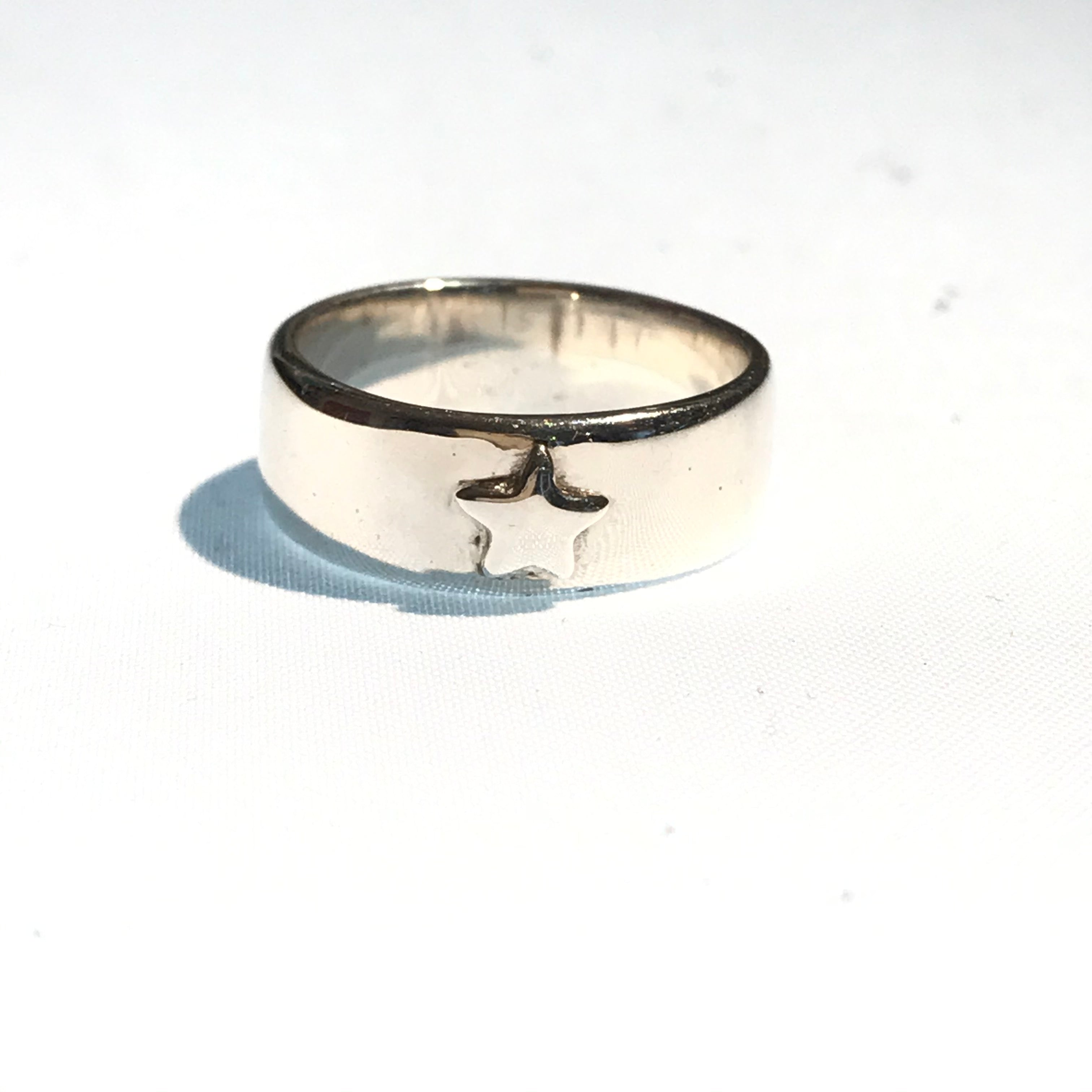 silver band star ring