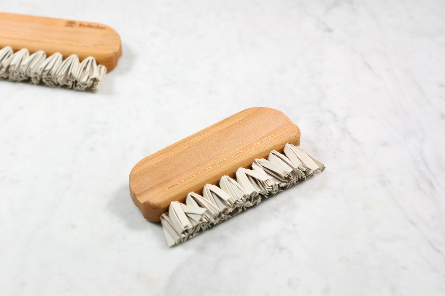 Burstenhaus Redecker natural rubber lint brush.