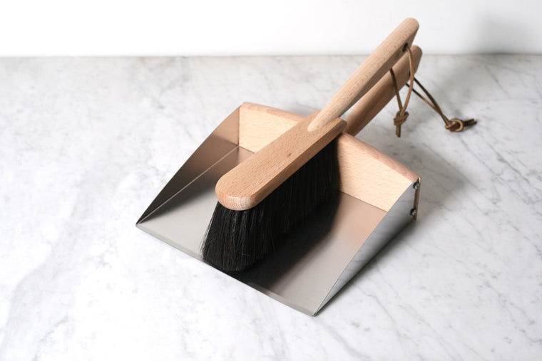 Dustpan and Dust Brush with Magnet