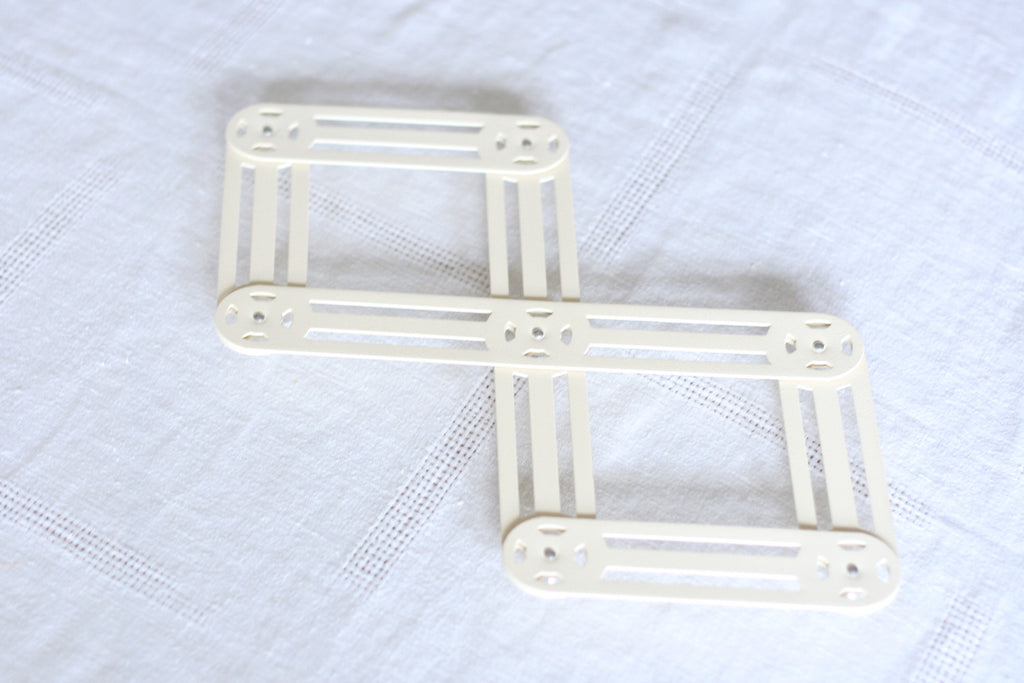 Extendable Table Trivet. Made in France.