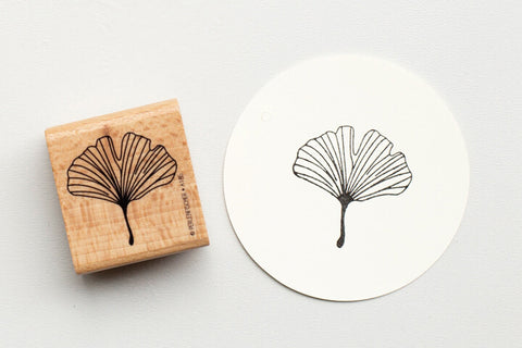 Perlenfischer Rubber Stamp - Ginkgo Leaf Outline