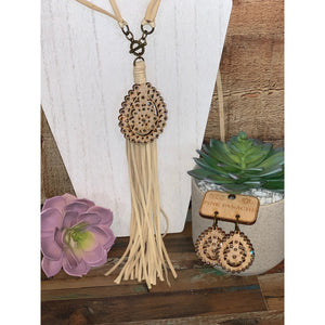 Pink Panache cream crackle wood necklace