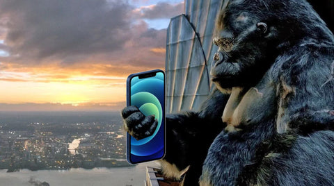 King Kong with phone