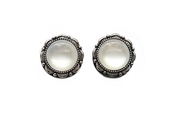 white Pearl Plugs #817