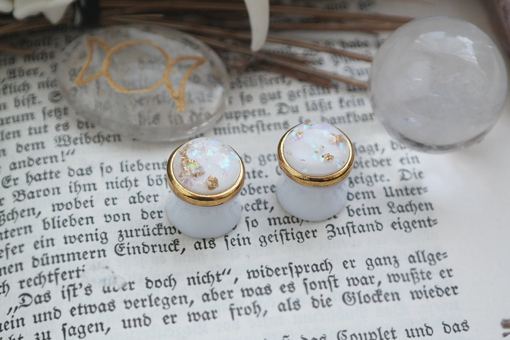 small golden Girl Plugs #829 - Fux Jewellery