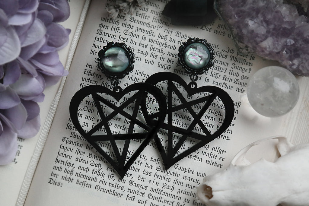 small black Pentaheart Plugs #836-S