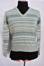 Load image into Gallery viewer, Patterned V neck sweater, size S