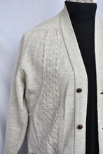 Load image into Gallery viewer, Silverdale NZ lambswool lightweight cardy, size 102cm