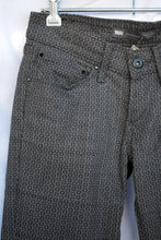 Load image into Gallery viewer, Levi's straight patterned pants, size 24