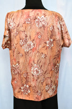 Load image into Gallery viewer, Floral top, size L