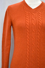 Load image into Gallery viewer, Rust orange cable knit jumper, size S